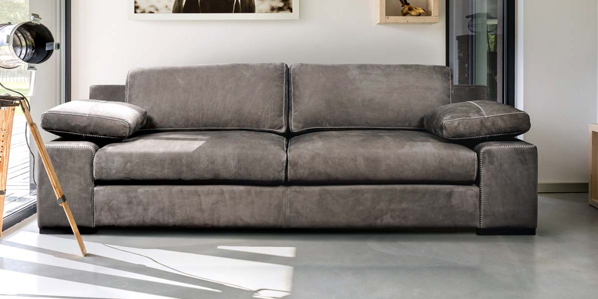 Picture of a leather sofa by Linea